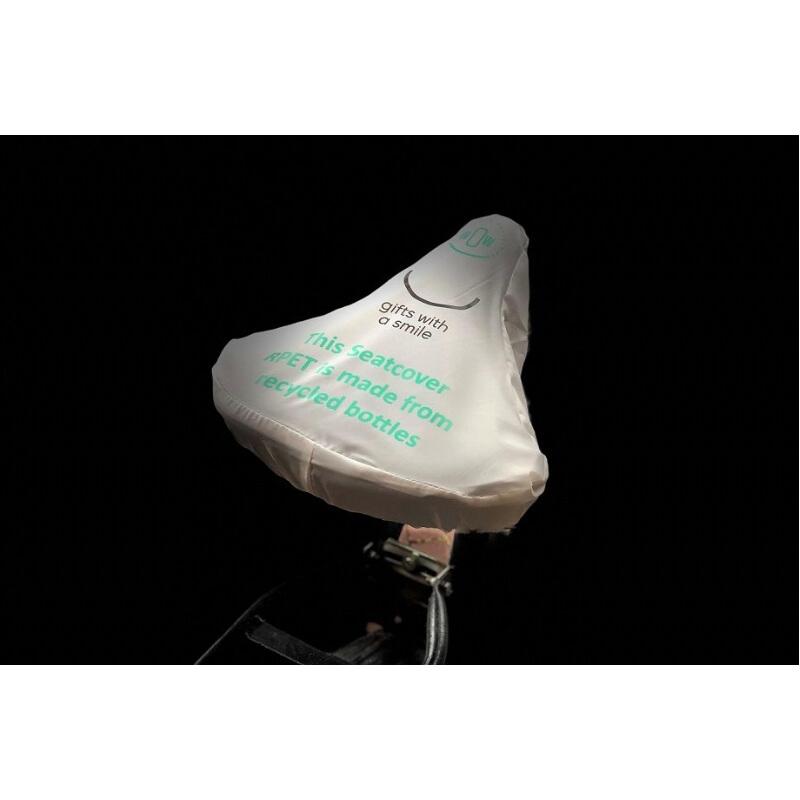 Beschermhoes voor fietszadel van gerecycleerde petflessen.