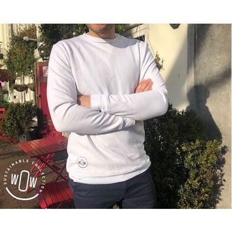Sweater van petflessen en oude kleding